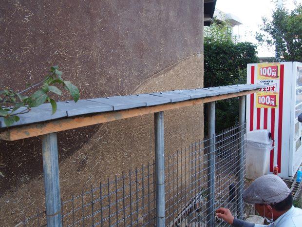 土壁に瓦屋根