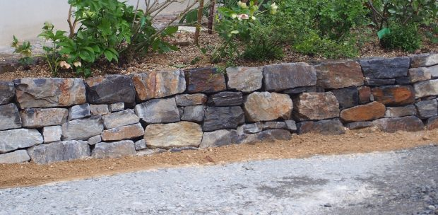 幡豆石の空積み