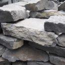 枕木の花壇を直す ~カナダの石の小端積み~の写真