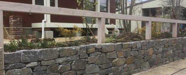 幡豆石の小端積みの写真