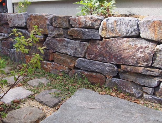 幡豆石の小端積み