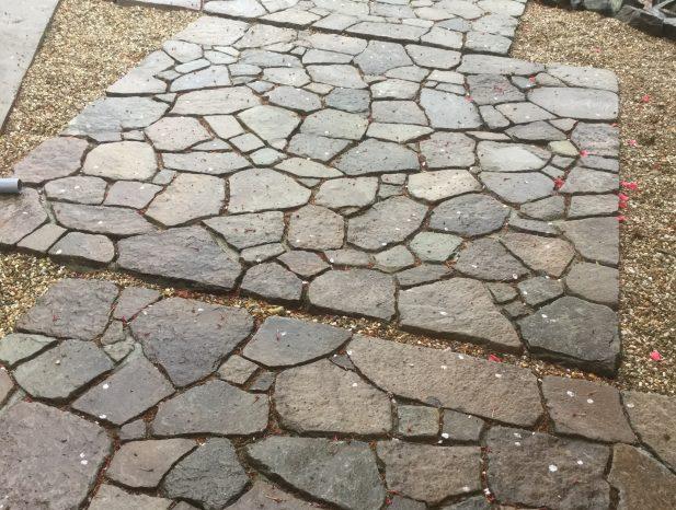 気良石の敷石